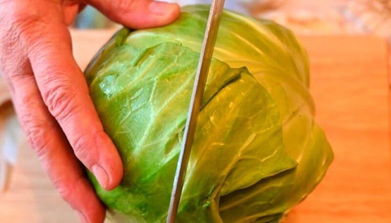 Весенний, аппетитный салат из молодой капусты
