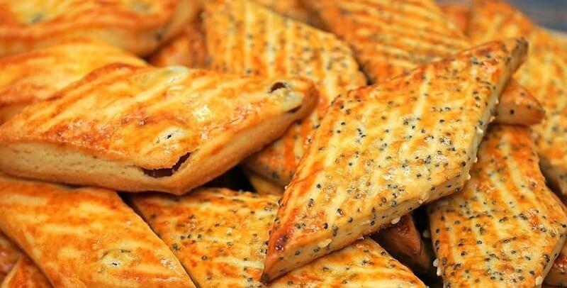 Вкусное хрустящее печенье с изюмом, кунжутом, маком, орехами