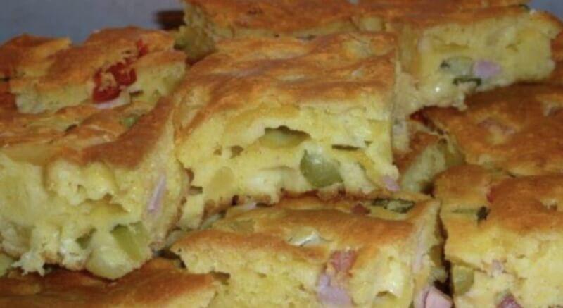 Вкусный аппетитный пирог с сыром и ветчиной