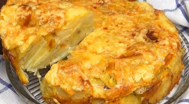 Вкусный и простой пирог из картошки и сыра