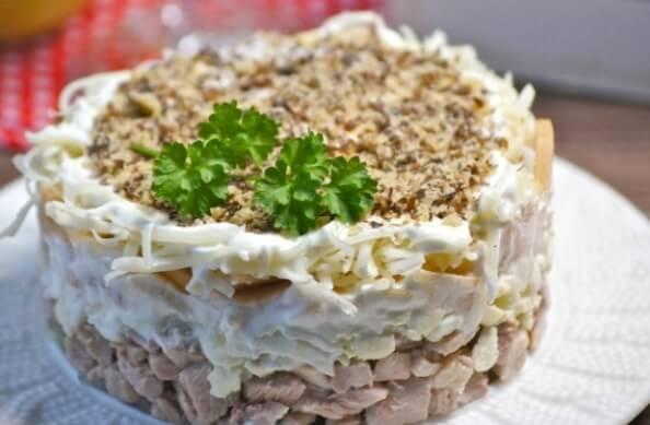 Вкусный салат «Анютка» для любого застолья