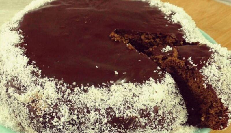 Влажный шоколадный пирог с необычным вкусом