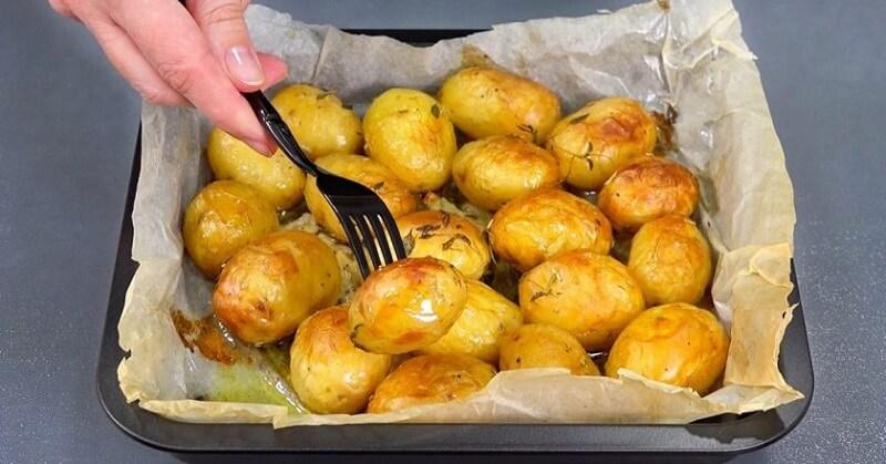 Запеченный вкусный картофель
