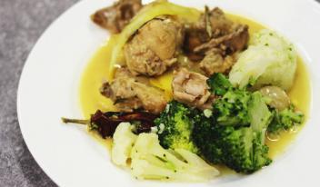 Аппетитное рагу из кролика в белом вине