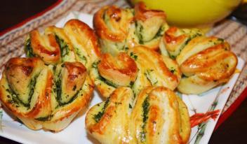 Ароматные домашние пышки с чесноком и зеленью за 20 минут! Замечательная альтернатива хлебу!