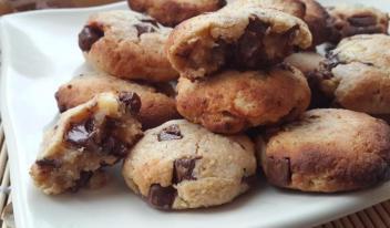 Безглютеновое постное печенье с нутом, арахисовым маслом и шоколадом
