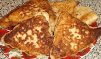 Быстрые сырные лепешки на кефире: простой рецепт