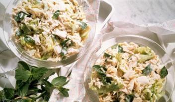 Быстрый и полезный салат с курицей и сыром