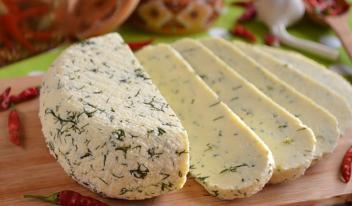 Домашний сыр из молока и сметаны: пошаговый рецепт