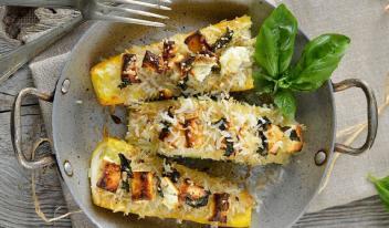 Фаршированные кабачки с рисом и сыром фета