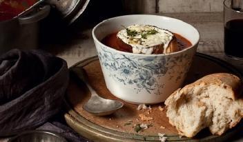 Французский томатный суп с ароматными травами