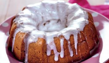 Имбирный пасхальный кекс (кулич) с карамелью и сахарной глазурью
