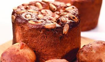 Итальянский пасхальный кекс (кулич) «Коломбо» с цукатами и миндалем