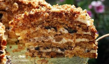 Изумительный домашний медовый торт с черносливом