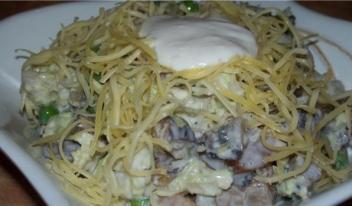 Изумительный салат с шампиньонами и нежной куриной грудкой