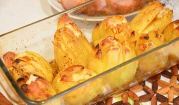 Изысканный картофель по-французски с ароматом мускатного ореха и пикантным легким чесночным привкусом!