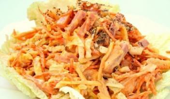 Яркий сытный салат «Анастасия» с курицей, пекинской капустой и ветчиной