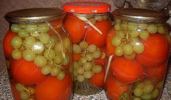 Как приготовить маринованные помидоры с  виноградом