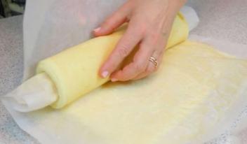 Как приготовить самый лучший бисквит для рулетов: пошаговый рецепт для начинающих и опытных кулинаров!