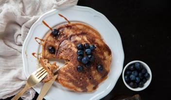 Как приготовить вкусные веганские панкейки без яиц и сахара
