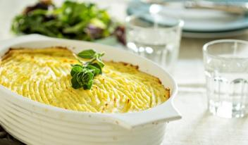 Картофельная запеканка с овощами в духовке