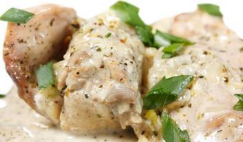 Курица в сметанно-чесночном соусе по-узбекски