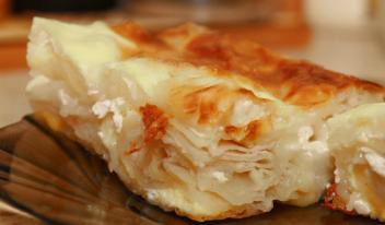 Ленивая баница по-болгарски из слоеного теста и брынзы. Ты обязан попробовать это блюдо!