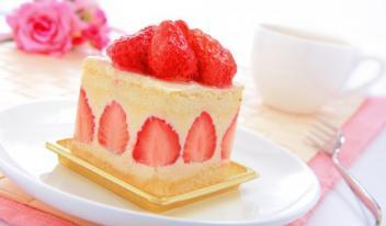 Летний десерт: готовим низкокалорийный торт с клубникой