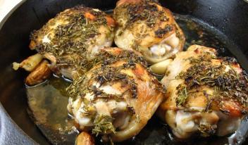 Необычайно легкий, но очень вкусный рецепт запеченной курицы с чесноком. Поверь, это нечто!