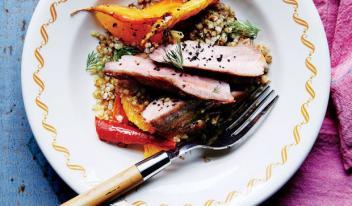 Нежнейшие свиные отбивные с морковью и жареной гречкой
