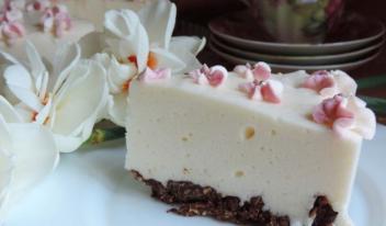 Нежно и ванильно: вкусный торт без выпечки