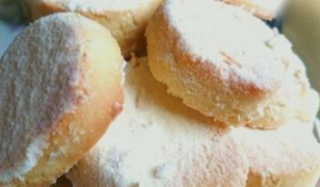 Очень простое и вкусное домашнее печенье. Реально тает во рту!