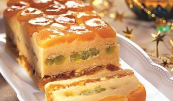 Оригинальный миндальный десерт с сочным белым виноградом