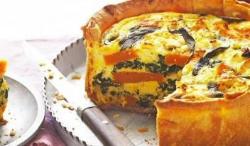 Открытый французский пирог с тыквой и сыром