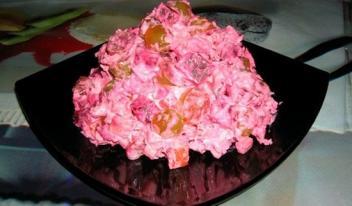 Потрясающий салат «Жизнь в розовом цвете» для праздничного стола