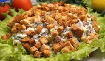 Простой и очень быстрый салат, который за минуту сметут гости!