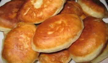 Пышные пирожки на кефире: пошаговый рецепт приготовления