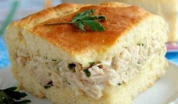 Пышный пирог на кефире с картофелем и курицей