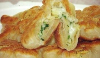 Рецепт изумительных лепешек - конвертиков на кефире с сыром и зеленью