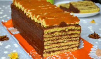 Рецепт классического бисквита с шоколадным кремом и карамельной глазурью