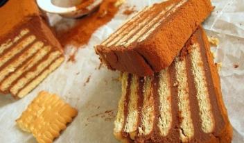 Рецепт приготовления быстрого торта из печенья с заварным кремом