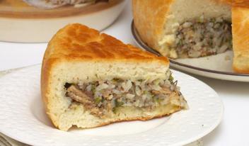 Рецепт пышного постного пирога с рыбой в мультиварке