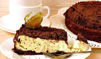 Рецепт приготовления шоколадного пирога с нежной творожной начинкой