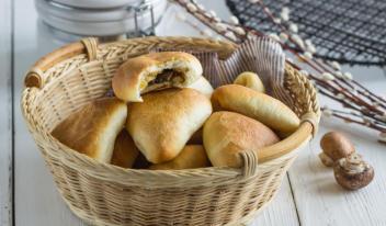 Рецепт пышных постных пирожков с картошкой и грибами