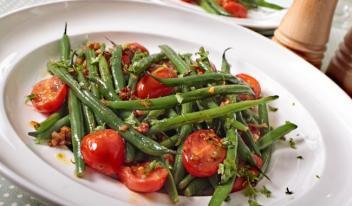 Рецепт салата из помидоров и фасоли