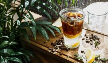 Рецепты домашних коктейлей с кофе: халва, мята и мед