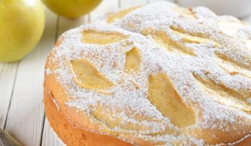 Шарлотка с яблоками – любимый домашний пирог