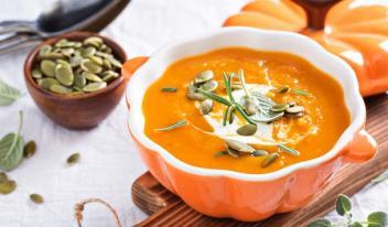 Суп из тыквы, цветной капусты и кокосового молока