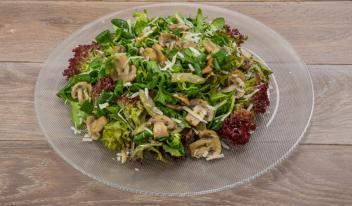 Теплый зеленый салат с грибами