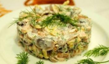 Вкусный и необычный куриный салат с грибами и овощами